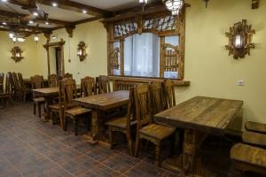 Mobilier antichizat - amenjari crame, baruri, taverne, restaurante din lemn antichizat