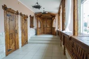 Mobilier antichizat - amenajari pensiuni din lemn antichizat