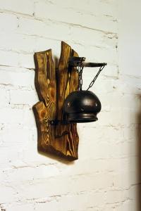 Mobilier antichizat - aplica din lemn antichizat