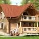 Casa de vacanța 3 din lemn rotund calibrat 160 mm diametru dispusă parter și mansarda cu o suprafața construită desfășurată 78,8 mp compusă la parter din terasa , hol , camera de zi cu bucătărie deschisă , sauna și baie iar la mansarda doua dormitoare , hol și balcon .