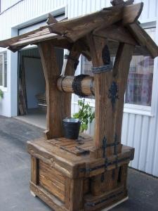 Mobilier antichizat - fantana din lemn antichizat