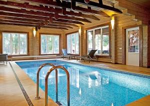 Piscine si saune - Puteti avea propriul dumneavoastra SPA, la dumneavoastra acasa. Va oferim: o sauna umeda sau uscata, un ciubar de baie sau o piscina acoperita. Suntem la dispozitia dumneavoastra pentru confortul familiei dumneavoastra.