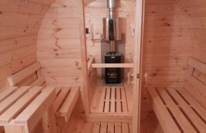 Piscine si saune - interior sauna butoi